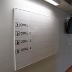Whiteboardskylt med taktila siffror och text