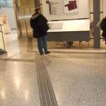 Ledstråk fram till taktil tavla i Södertälje Stadshus